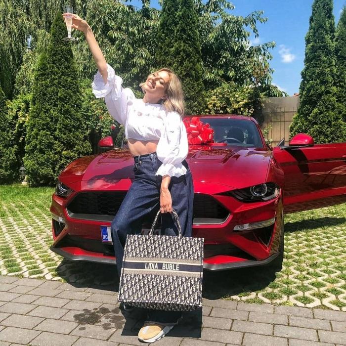 Lidia Buble cadou masina