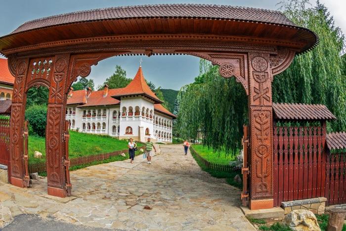 Mănăstirea Prislop. Pelerinaj la mănăstirea lui Arsenie Boca 3