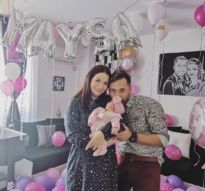 Deea și Dinu Maxer, prima imagine cu fetița nou-născută