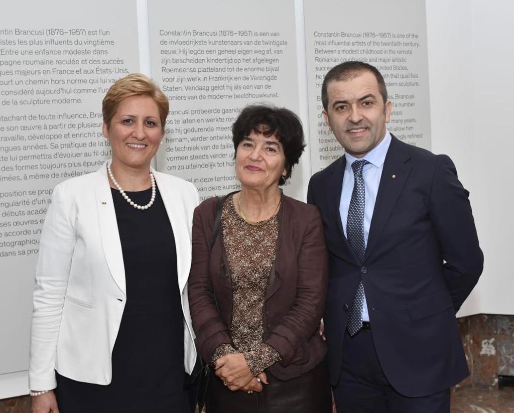 Liliana Țuroiu, director ICR Bruxelles și coorodonator general Europalia România, alături de Doina Lemny, curatorul expoziției